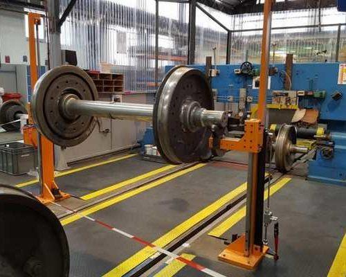 hydraulic cylinder lifting train bearings