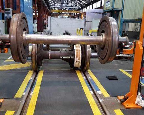 hydraulic device train bearing lifting