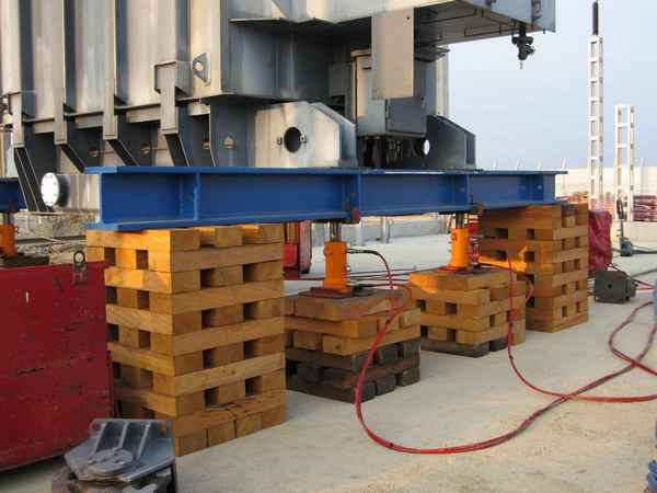 Double-acting cylinder synchronous lifting system