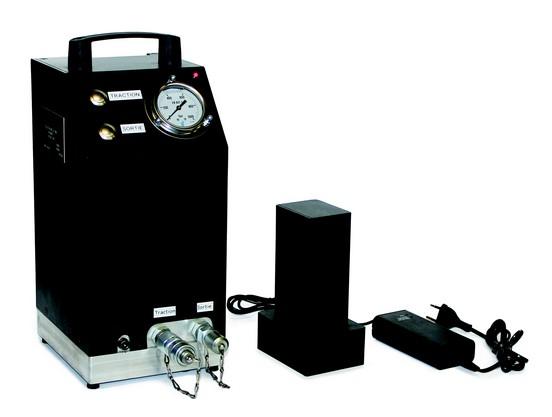 Centrale hydraulique alimentation batterie 700b EA.04