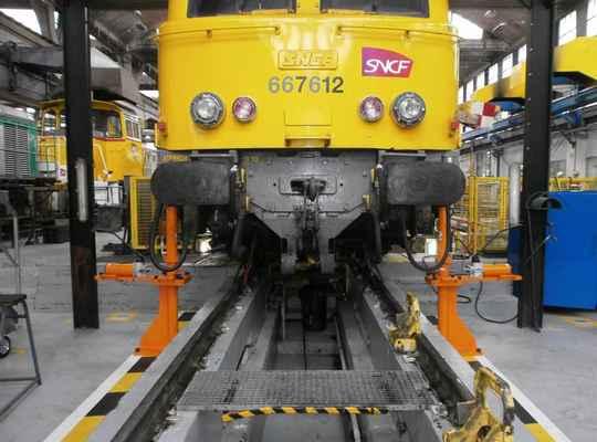 Chandelle hydraulque levage ferroviaire