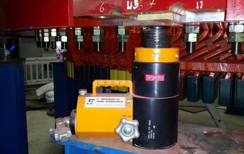 matériel hydraulique secteur énergie, levage et calage d'un stator